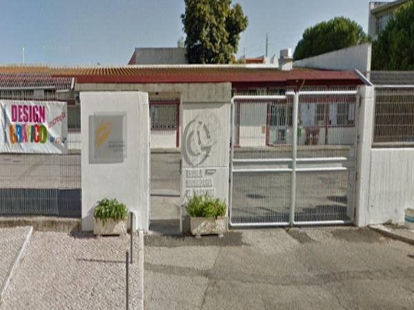 1e02c4123 Bloco quer Câmara de Loures a ajudar na pintura da Escola Secundária de  Sacavém - NoticiasLX
